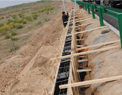 酒泉折角隔音冲孔板-- 科亚酒泉声屏障生产厂家