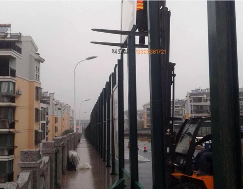 嘉兴公路吸音隔音板-- 科亚嘉兴声屏障生产厂家